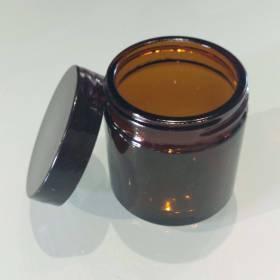 Pommadier pour crèmes et préparations de soins aux huiles essentielles