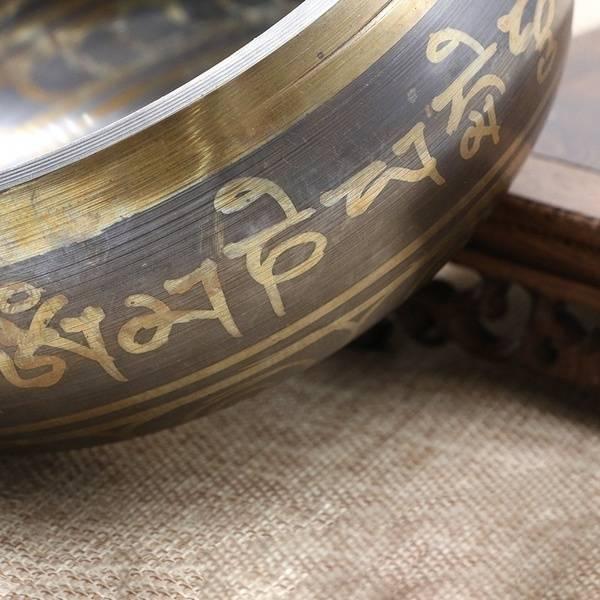 Bol Chantant tibétain avec marteau en bois. Haute qualité superbe 9,5 cm